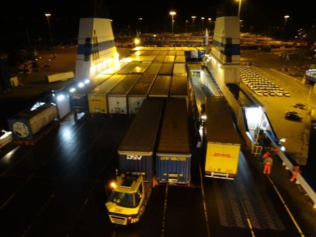 Fähre nach Finnland Beladung des Finnlines Schiffes ©Foto: Tarja Prüss