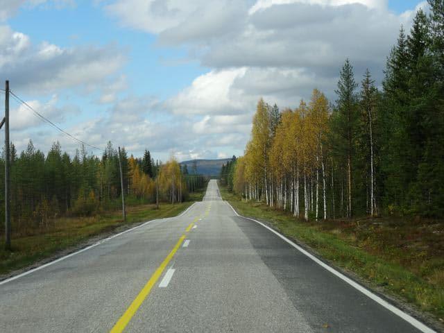Endlose Straße in Lappland im Herbst 2013 ©Tarja Prüss | Tarjas Blog - Alles über Finnland