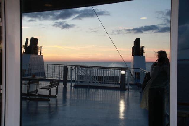 Auf der Finnlines nach Finnland - Sonnenuntergang - Spiegelung in Scheibe ©Foto: Tarja Prüss   Tarjas Blog - Reiseblog Finnland