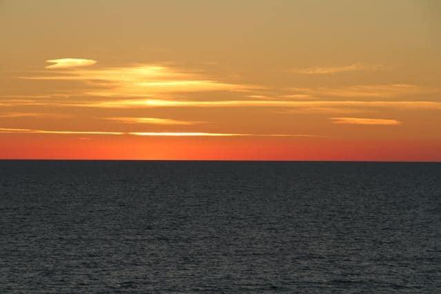 Sonnenuntergang Ostsee, oranger Abendhimmel ©Foto: Tarja Prüss