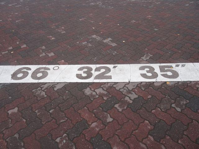 Polarkeis - Markierung am Boden 66° 32' 35'' ©Foto: Tarja Prüss | Tarjas Blog - Alles über Finnland