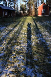 Dunkelheit in Finnland: lange Schatten wirft die Mittagssonne (copyright: Tarja Prüss)