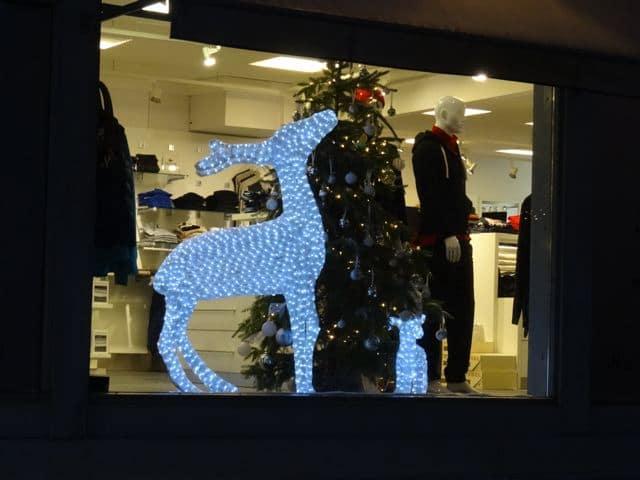 Weihnachtsgefühle: geschmückte Schaufenster in Rauma (Foto: Tarja Prüss)
