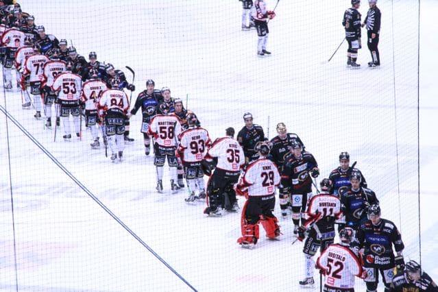 eishockey spieler auf feld