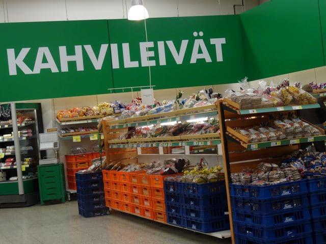 Finnland: Schild im Supermarkt: Kahvileivät = Kaffeebrot