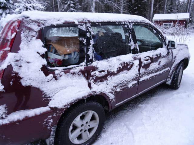 Unterwegs in Finnland: verschneites Auto ©Foto: Tarja Prüss | Alles über Finnland