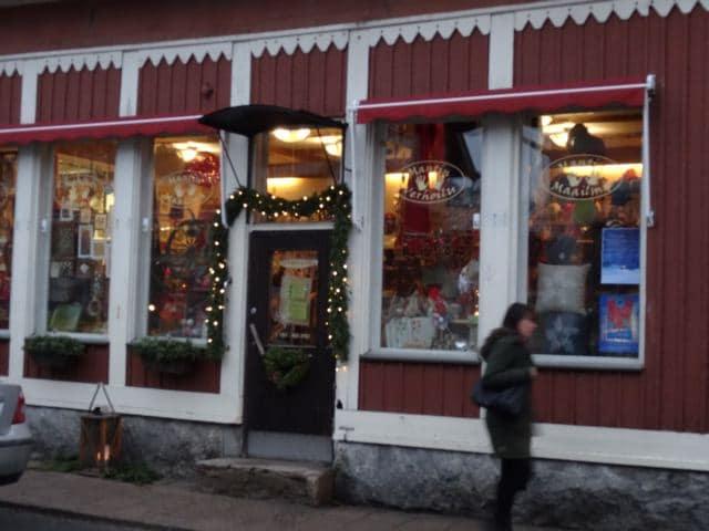 Weihnachtlich dekoriertes Geschäft in Rauma, Finnland (Foto: Tarja Prüss)