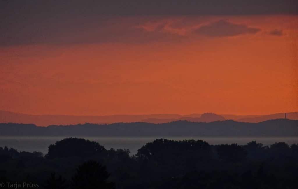Sonnenuntergang am Bodensee: glutroter Himmel (copyright: Tarja Prüss)