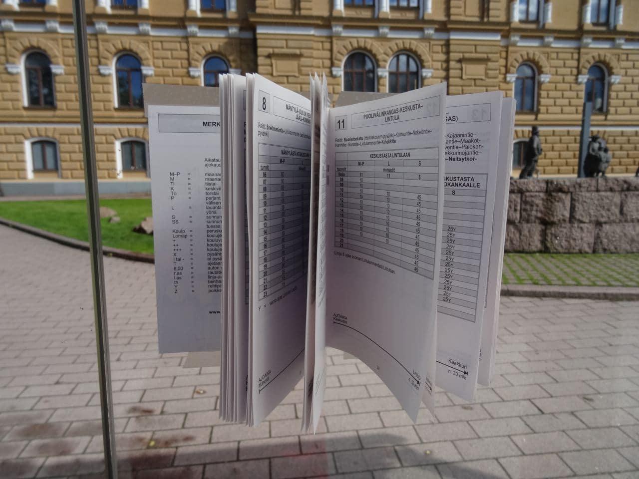 Bushaltestelle in Oulu beim Rathaus