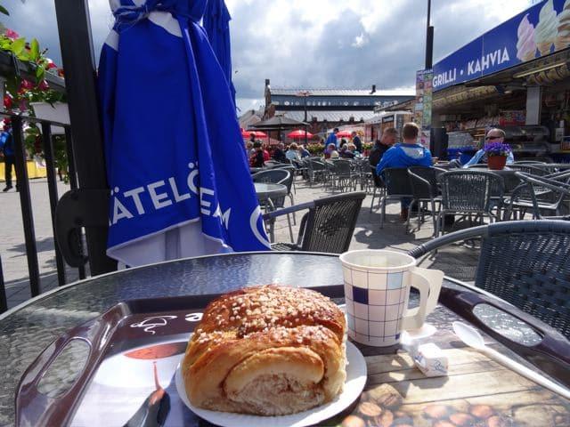 Oulu im Sommer: am Markt (Foto: Tarja Prüss)