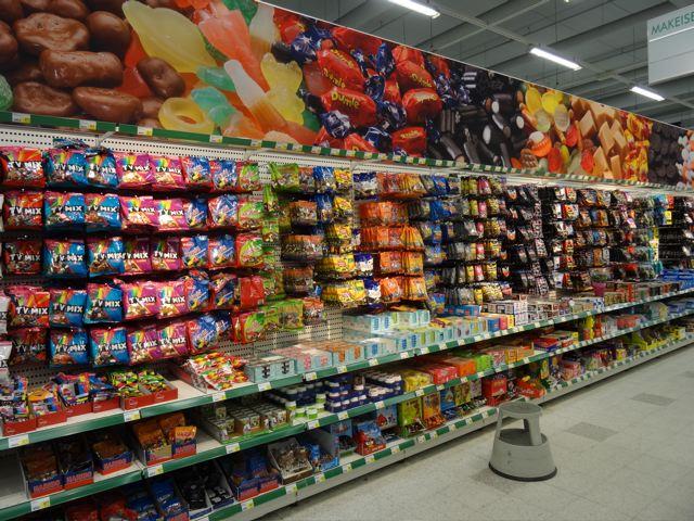 Süßigkeiten Regal im Finnischen Supermarkt ©Foto: Tarja Prüss | Tarjas Blog - Alles über Finnland