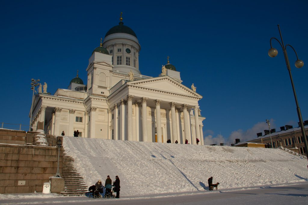 Helsinki im Winter: Dom im Schnee © Tarja Prüss