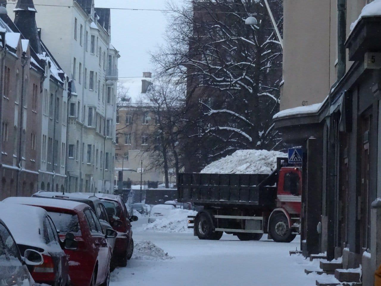 Winter in Helsinki - LKW bringt Schnee aus der Stadt ©Tarja Prüss | Reiseblog Finnland