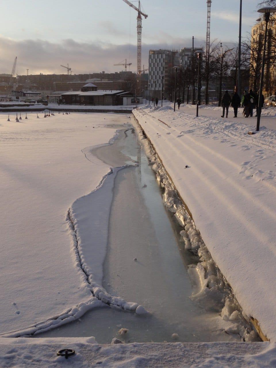 Ufer mit Schnee und Eis in helsinki im Winter ©Tarja Prüss