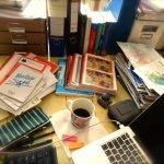 Schreibtisch mit Notizbuch, Postkarten, Kaffeetasse ©Tarja Prüss | Tarjas Blog - Reiseblog Finnland