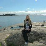 """Verena in Finnland mit dem Buch """"111 Gründe Finnland zu lieben"""" ©privat"""