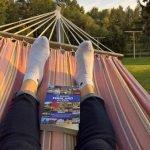 """Buch """"111 Gründe Finnland zu lieben"""" in Hängematte ©Foto: privat"""