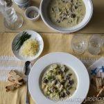 Gedeckter Tisch mit Hackfleisch Lauch Suppe ©Tarja Prüss | Tarjas Blog - Reiseblog Finnland