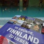 Buch 111 Gründe Finnland zu lieben am Indoor Pool ©Tarja Prüss