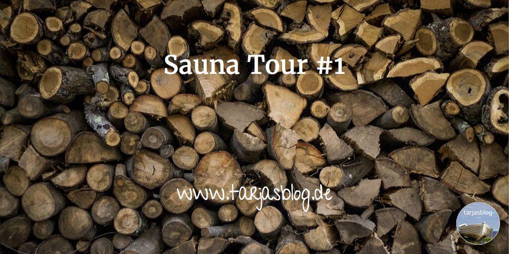 Stapel Holz - mit Schrift Sauna Tour
