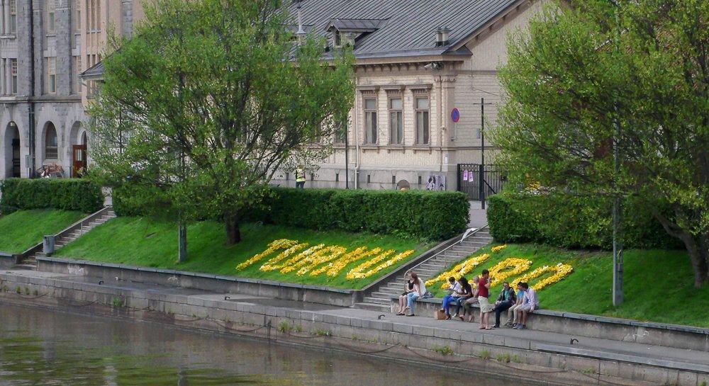 Turku in Blumen geschrieben.