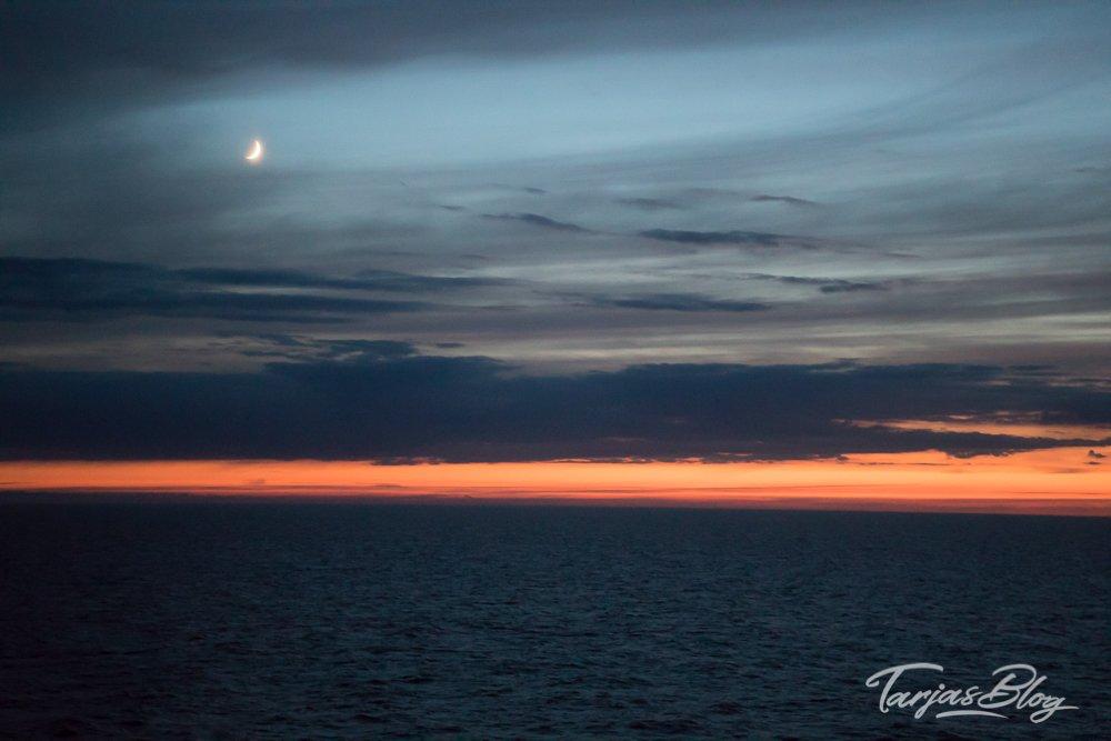 Liebe zum Meer: Finnlines_Ostsee_sundown_mit_mond © Tarja Prüss