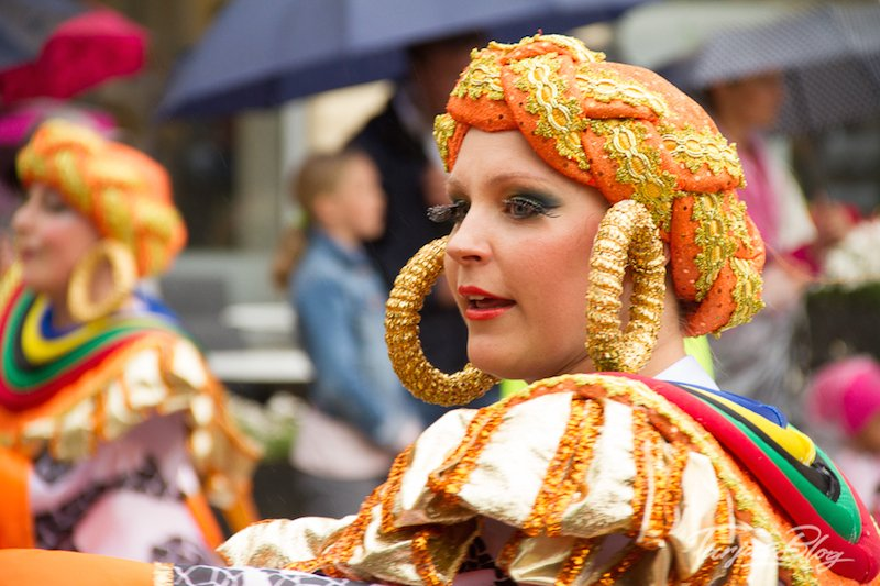 Samba in Helsinki - Tänzerin mit großen Ohrringen ©Foto: Tarja Prüss | Tarjas Blog - Finnland Reiseblog