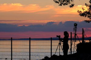 Tarja an der Kamera im Sonnenuntergang