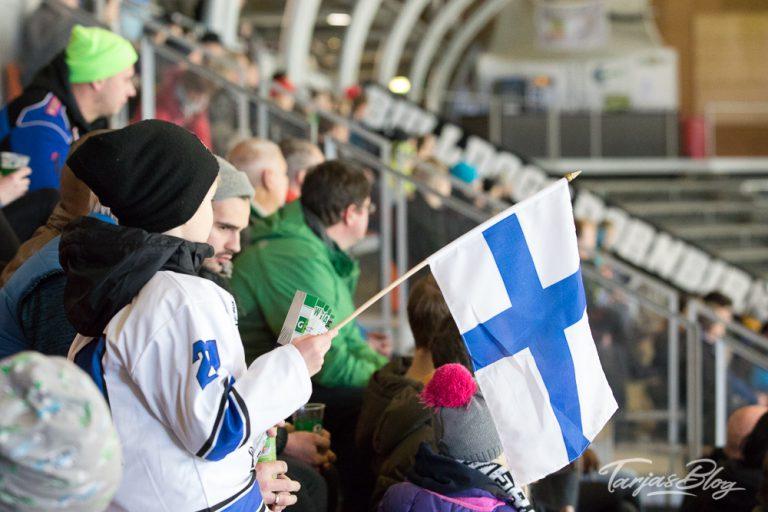 Eishockey in Finnland: Finnische Fans im Stadion ©Foto: Tarja Prüss| tarjasblog.de