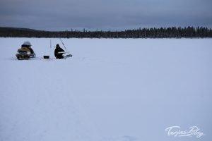 Winterfischen in Lappland: Eisfischen-jerisjaervi-lappland©TarjaPruess-12