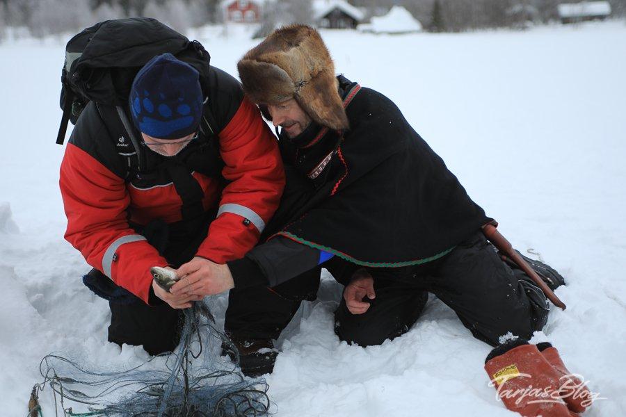 Winterfischen in Lappland: Eisfischen-jerisjaervi-lappland©TarjaPruess-8