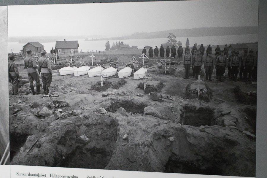 Das versteckte Finnland: Soldatengräber Finnland 1940-er Jahre. Quelle: Kansallismuseum Helsinki.