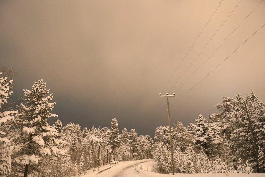 Straße in Inari - Lappland - in der Nacht im Winter mit Schnee. ©Tarja Prüss   Tarjas Blog - Reiseblog Finnland