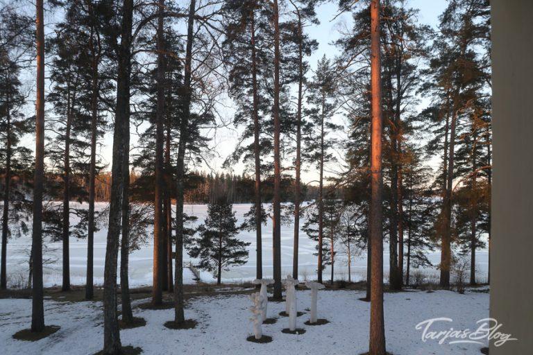 Der Blick vom Hotel Honkahovi auf den zugefrorenen See in Mänttä. Finnland 2018 © Tarja Prüss | Tarjas Blog - Alles über Finnland