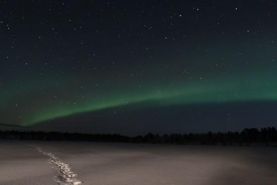 Polarlichter in Lappland - ein grünes Band über dem Inari See ©Foto: Tarja Prüss   Tarjas Blog - Reiseblog Finnland