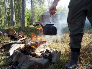 Lagerfeuer auf der Insel Honkinen, Region Vuokatti - Finnland ©Foto: Tarja Prüss   Tarjas Blog - Reiseblog Finnland