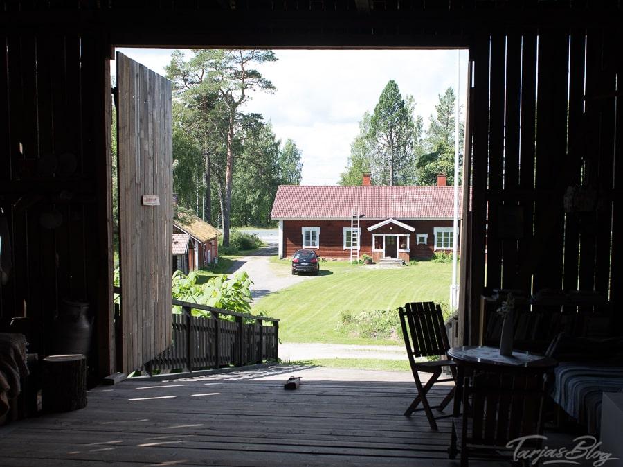Ausstellungsscheune mit Blick auf den Hof bei Jenni Linnove in Kuopio Region ©Foto: Tarja Prüss | Tarjas Blog - Alles über Finnland