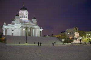 Dom in Helsinki im Winter