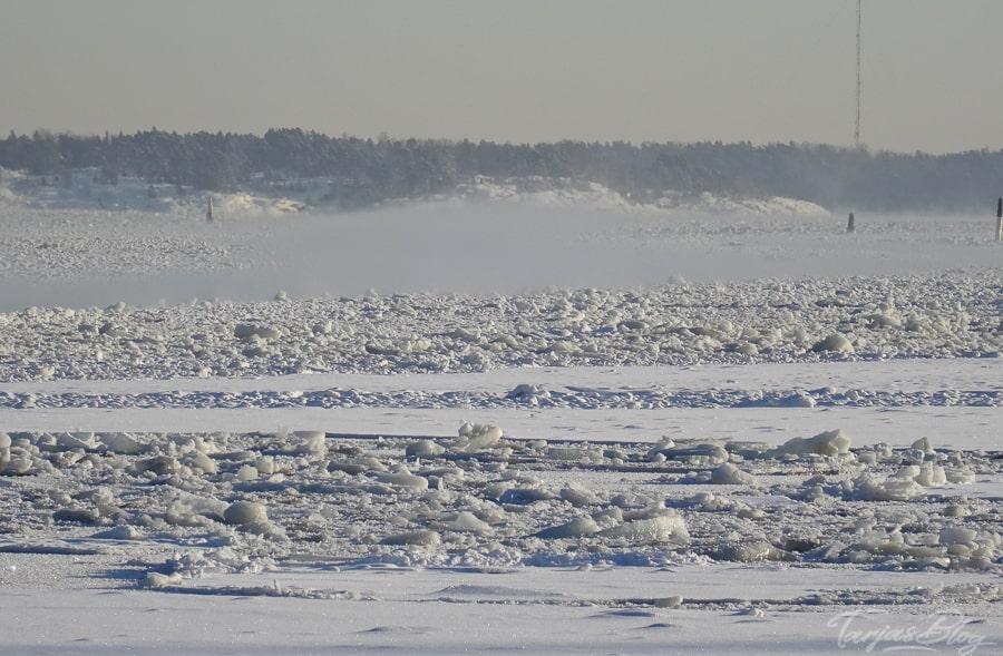 Eis - gefrorenes Meer bei Helsinki